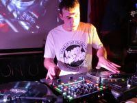 Battle 2: 2013 Wax Wars – Scratchnuts v DJ Migz
